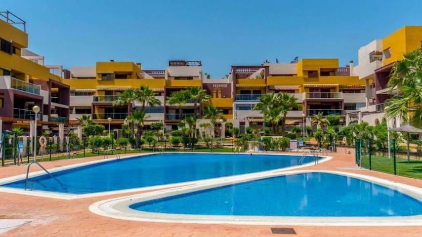 Fantastic Apartment with Garden Full Air con