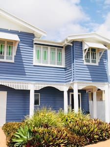 The Palms Beautiful beach stay in a Queenslander