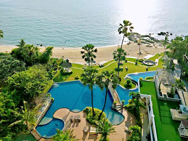 Beach front sea view condo with swimming pool Palm
