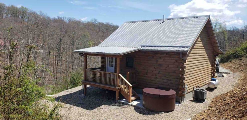 New Cabin in the Heart of Hocking Hills!