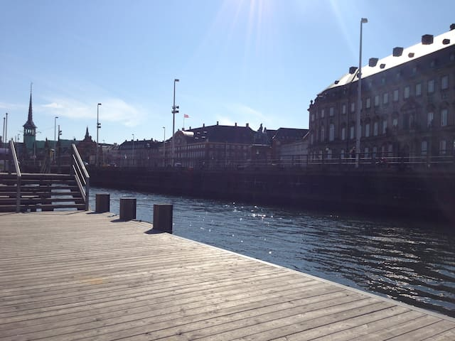 The canal is at the end of the street and that is Christianborg (Borgen) across the street.