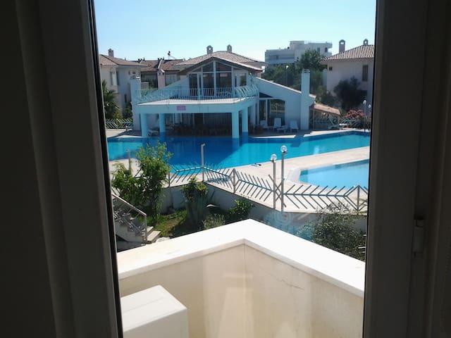 Villa mit Pool direkt am Meer - Güre