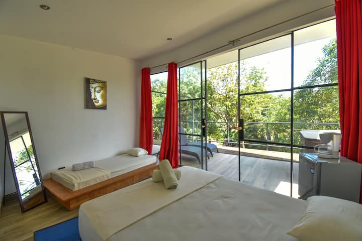 Private triple room - La Jolla Santa Teresa