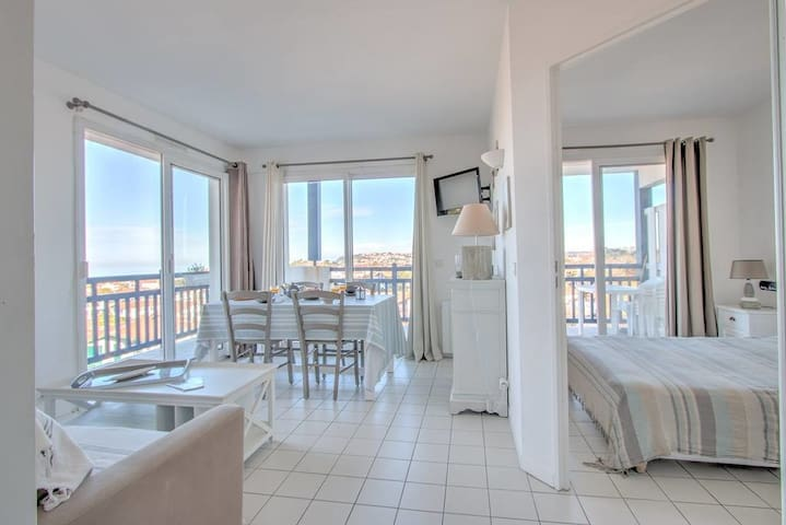 Argia - Splendid apartment with ocean and swimming pool view in Guéthary