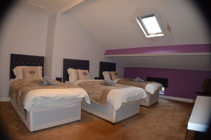 Triple Room in Queens Guesthouse Manchester