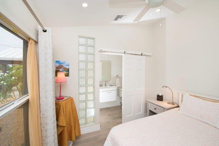 Cozy bedroom with en-suite bathroom