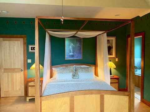 Maple Forest BnB  The Pygmalion Room