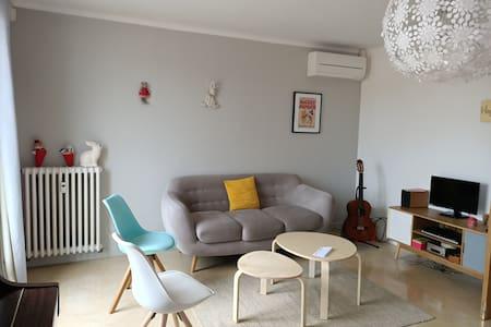 Appartement lumineux et climatisé au centre