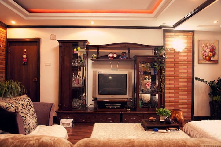 我们做房东一年咯!温馨的家庭旅馆 妈妈打理 给你家一样的体验 院内免费停车 - Lanzhou - Appartement
