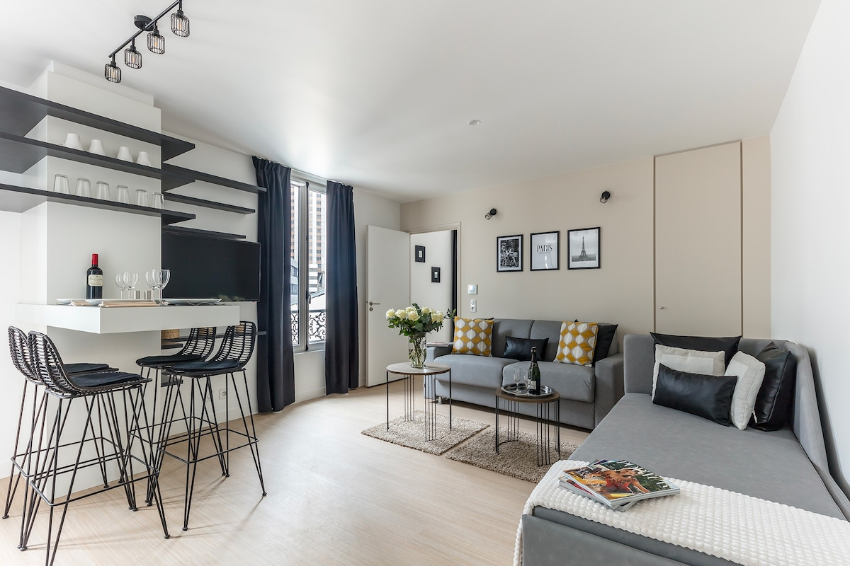 Deluxe Apartment near Champs- lys es