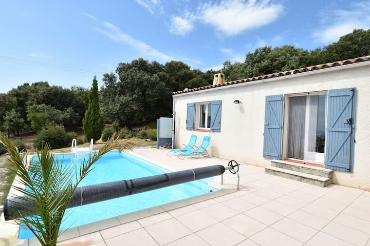 Upscale Villa in Vélieux with Private Swimming Pool