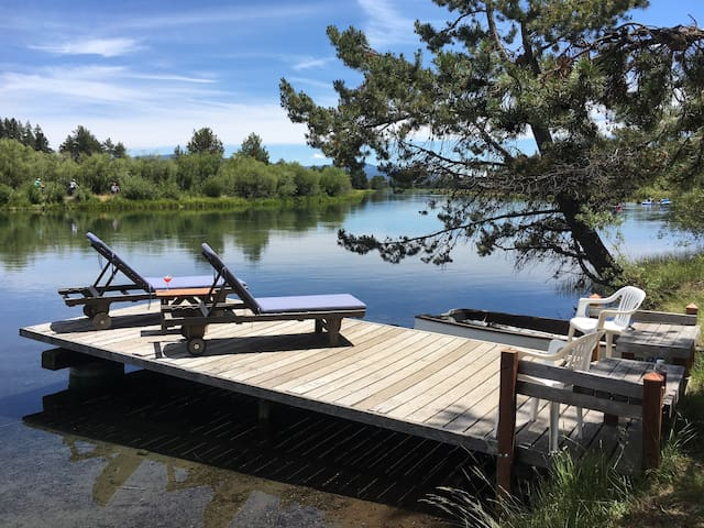 Blinn's Landing: Riverfront Cabin, Mountain Views