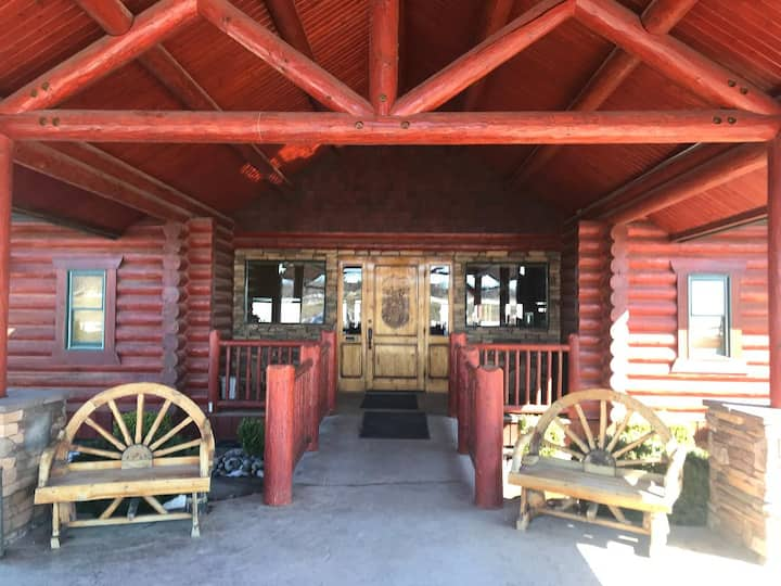 Beautiful Lodge with Panoramic views of the Basin