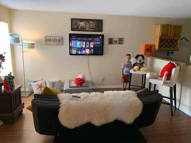 Perfect 1 Bedroom Apartment -6-minutes Univeral