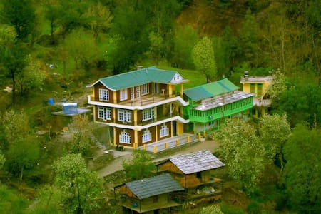 One big Room for group/family, Tirthan valley