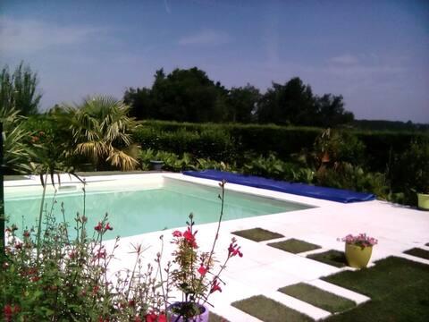 Maison avec piscine. Détente et repos.