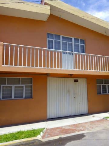 Private, clean, best area! - Puebla - Hus