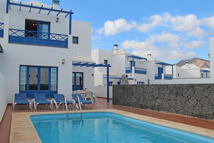 Three bed villa just a short walk to Marina Rubicon