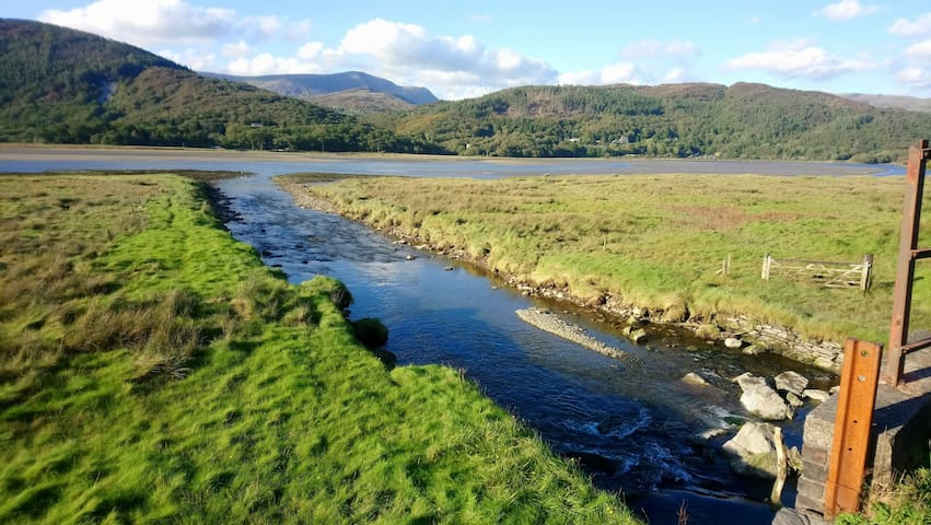 The Den Farm Stay Snowdonia Coast Double Bed