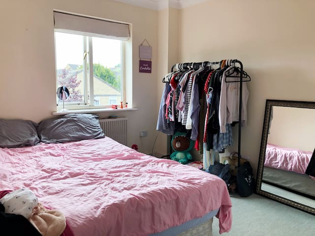 Bright double room in residential area.