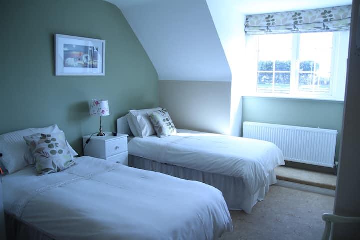 Warm and Relaxing en suite double bedroom