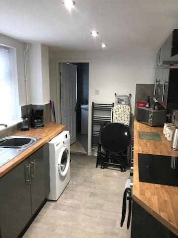 Luxurious 4 BR Holiday Home near Anfield Stadium