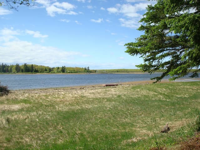 Tranquil cottage retreat on the Richibucto River