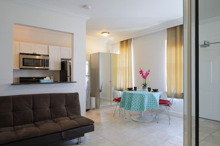 ★LOCATION!! Cozy Apartment in Lincoln Road★
