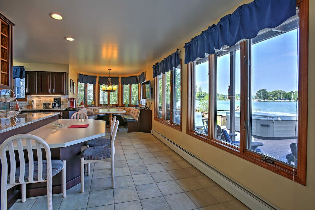 With plenty of seating in the kitchen, everyone will have a place to sit and marvel at the views of the lake.