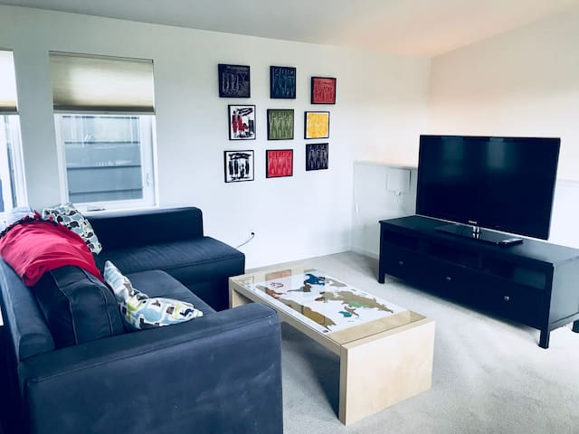 Bright, Airy Private Suite, 2blks to Columbia City