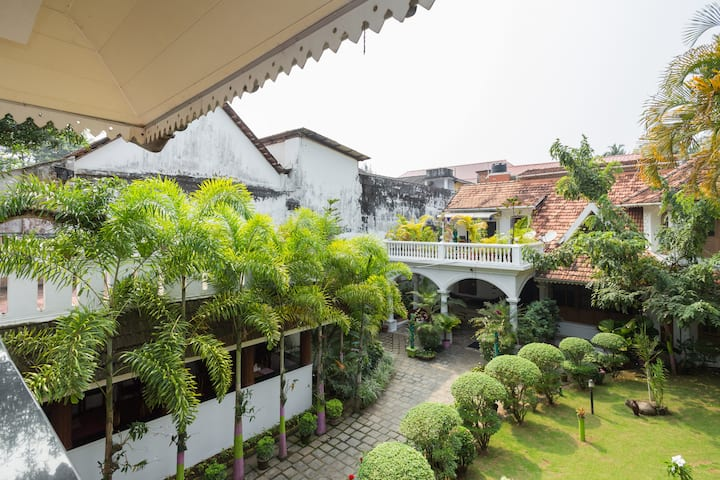 Get a Deluxe Room at a Scenic Location at Kochi