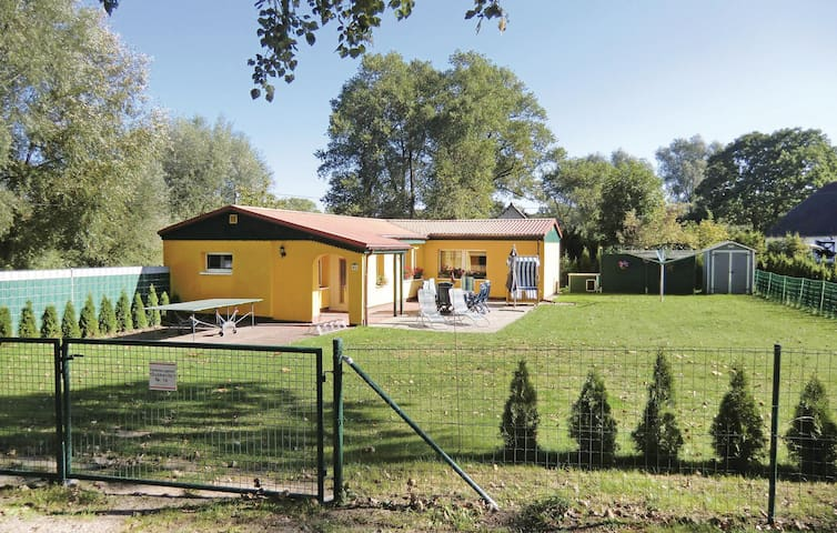 Holiday cottage with 2 bedrooms on 63m² in Ummanz