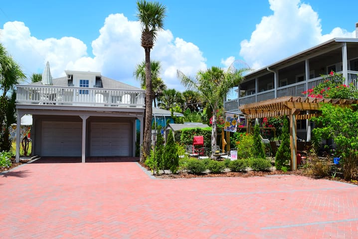 The House on Crawford Cottage - New Smyrna Beach - Apartamento