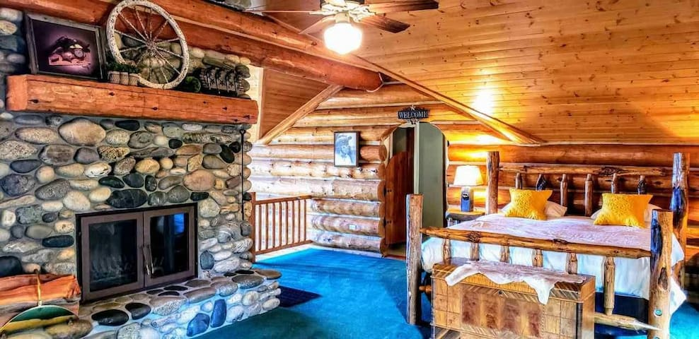 Luxury Log Cabin Near Cascade Lake, 80 Acres, Sleeps 22+, RVs Welcome, Cascade, McCall, Donnelly