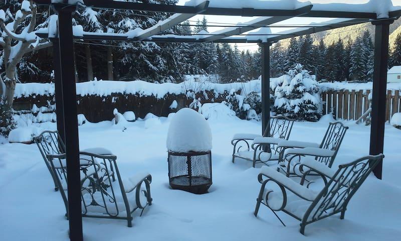 A Suite Family PL: Full Suite Hot tub open Dec 1st