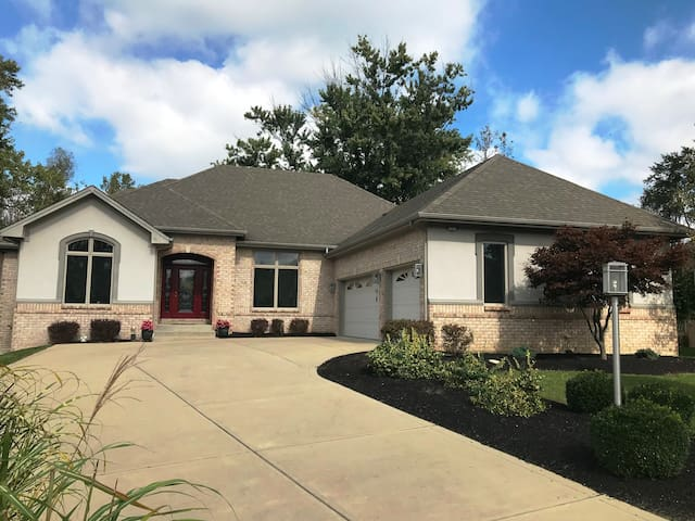 Beautiful Home on Golden Pond in Springboro, OH