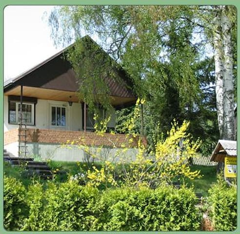 Cozy holiday house w/ garden and nice views, in a central and quiet location, ideal for excursions