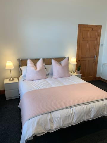 Cosy 1 bed flat perfect Air B&B In Wishaw
