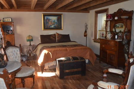 HISTORIC- Inn at Indian Orchard-Peaceful FARM LIFE