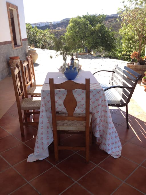 Our WINTER OFFER is amazing; 49 Euros per night in a very spacious flat with beds for EIGHT PEOPLE!! Did you know HOW wonderful Andalucia is in Autumn, Winter and Spring?? Try!