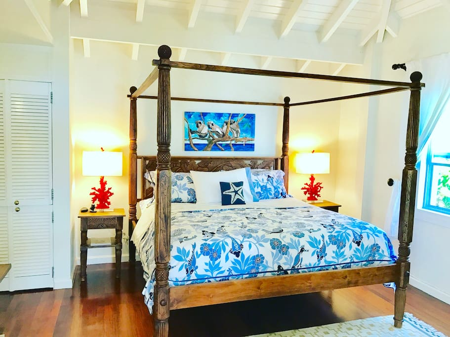 One bedroom with king size bed. Air conditioner, ceiling fan, screens. Cable TV