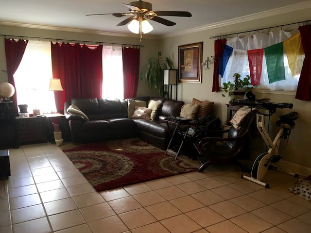 Private Room - Great for Couples or Solo Travelers - Metairie - House