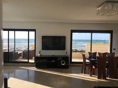 Great sunset Beach view apt. Gated residence 24h.