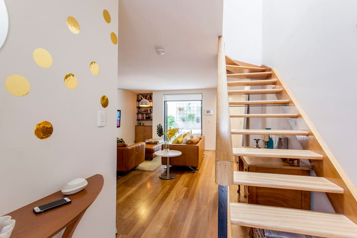 Stylish 2 bedroom townhouse in Surry Hills Sydney - Surry Hills - Townhouse