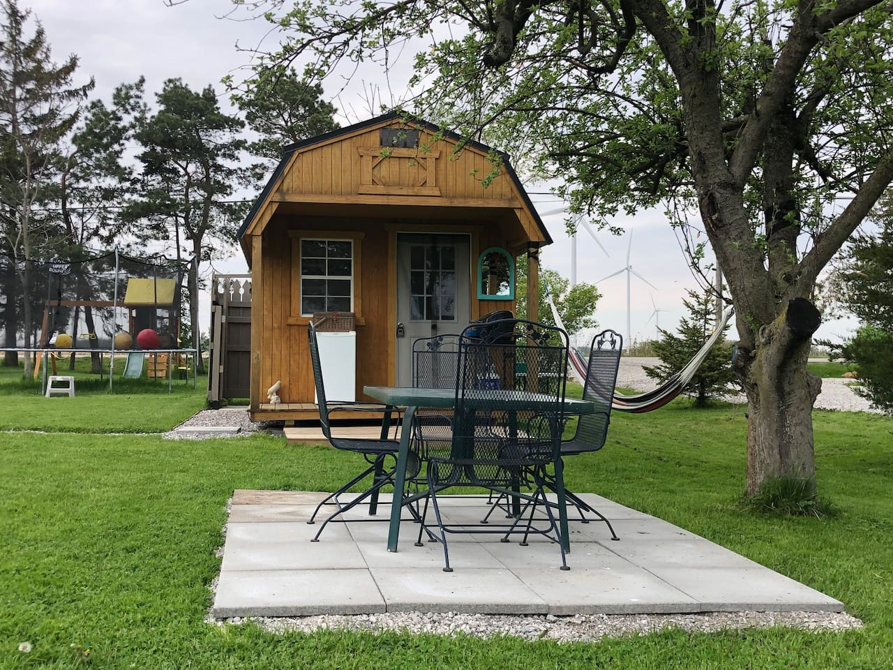 We appreciate our guests' feedback. New for 2019 are the new pavers for the dinning area under the apple tree as well as stone paths from the parking area to the Cabane and to the outdoor shower. The parking area can now accommodate 2 vehicles.