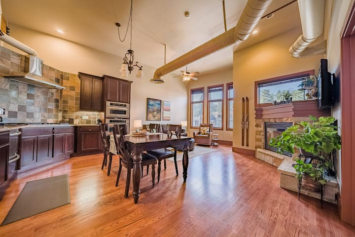 Our home has huge vaulted ceilings, exposed HVAC ducting, a gorgeous full kitchen, living space, fireplace, balcony, and two bedrooms (one bedroom however does not have a door -- see pictures).