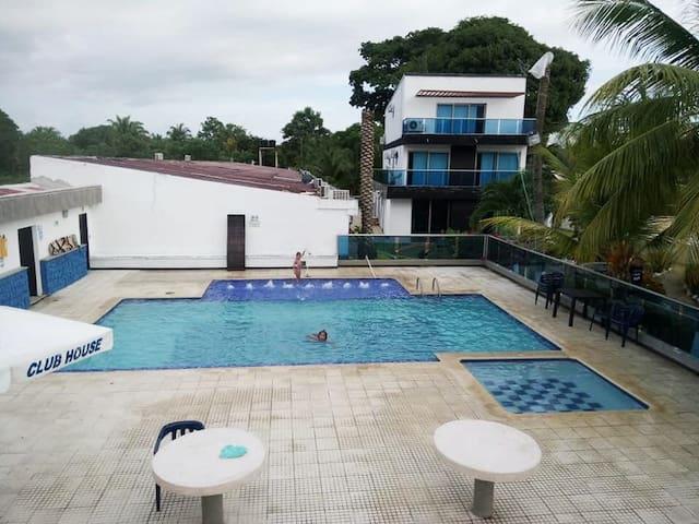 Zona común - piscina adultos