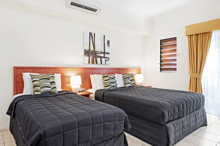 Shiny Premier Room in Cairns - Cairns North - Apartment