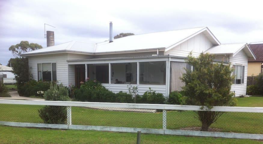 Port Albert Holiday House - Port Albert - Hus