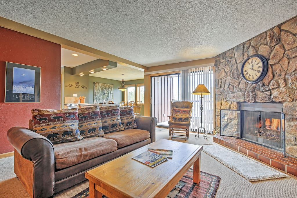 After a day on the slopes, make yourself at home in this cozy condo, boasting 1,149 square feet of comfortably appointed living space.